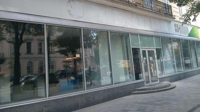 Після спроби підпалу «Сбербанк Росії» закрив офіс у центрі Львова