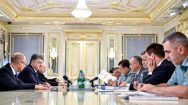 Президент заявив про необхідність посилення оборони на випадок ескалації конфлікту на Донбасі