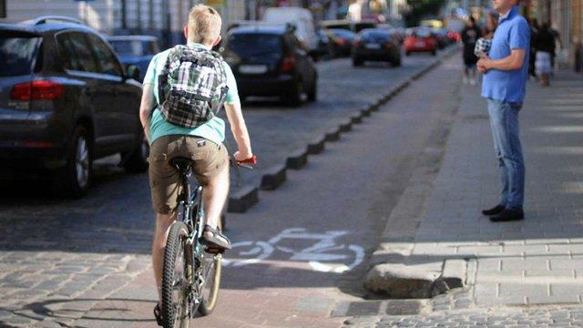 85% львівських велосипедистів їздять без шоломів