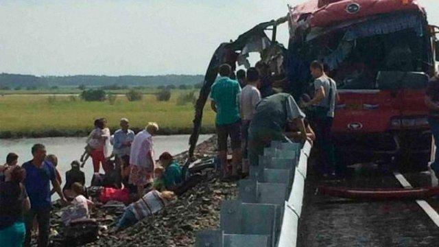 Поблизу Хабаровська в ДТП загинули щонайменше 13 людей