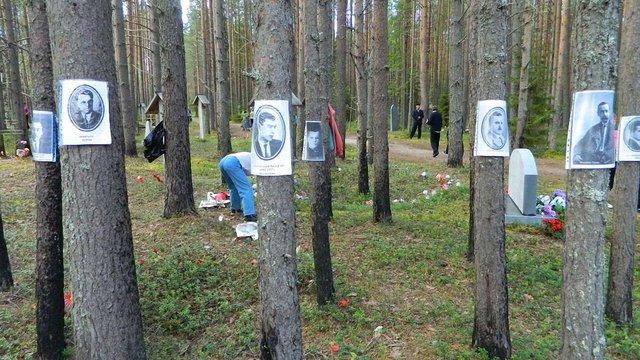 В урочищі Сандармох вшанували пам'ять розстріляних українських письменників