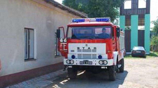 Мостиські рятувальники отримали пожежний автомобіль від польських колег