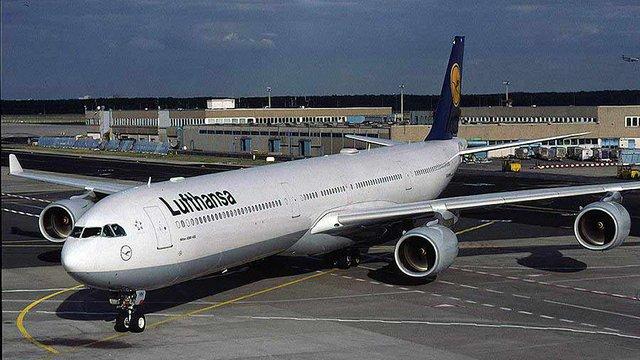 Lufthansa згортає свою діяльність у Росії через «складну ситуацію»