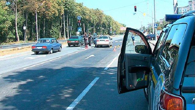 У Вінниці невідомі розстріляли автомобіль, є поранені