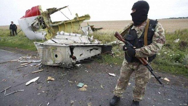 На місці падіння літака рейсу МН17 слідчі знайшли уламки російської ракети, – BBC