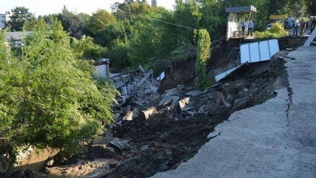 У Дніпропетровську через зсув ґрунту утворилося 10-метрове провалля