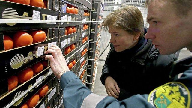 У РФ відкрили гарячу лінію для доносів про ввезення і продаж санкційних продуктів