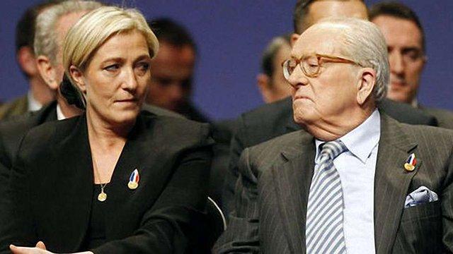 У Франції партія «Національний фронт»  виключила з лав засновника