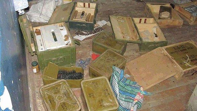 Схрон зі зброєю і боєприпасами виявили у Старобільському районі Луганщини