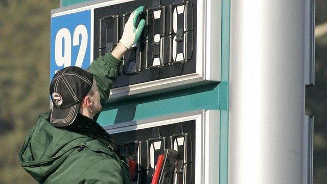Яценюк ініціює перевірку мереж АЗС задля зниження цін на паливо