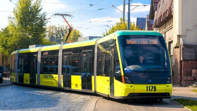 Зупинки трамваю на Сихів облаштують для людей з особливими потребами
