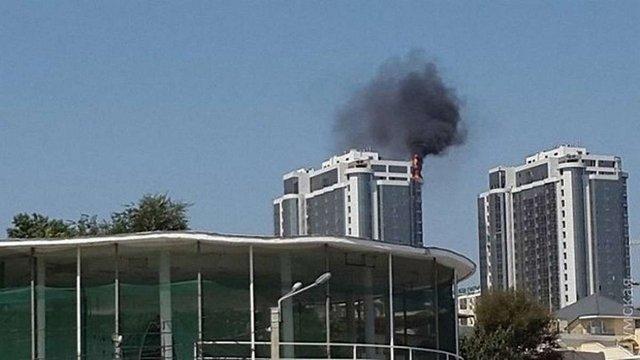 В Одесі горить новозбудована елітна багатоповерхівка