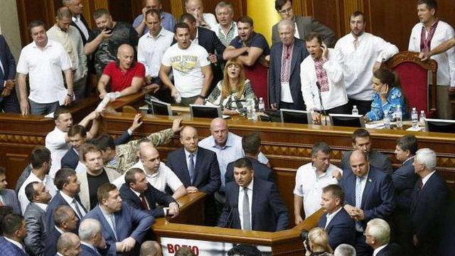 Верховна Рада ухвалила у першому читанні зміни до Конституції України