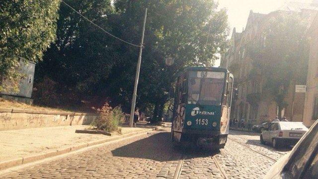 У Львові трамвай збив чоловіка