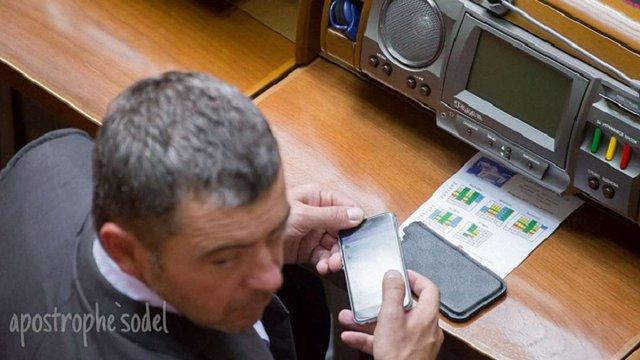 Народний депутат торгував салом на засіданні Верховної Ради