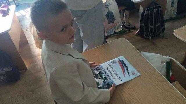 У День знань донецьким школярам вручили текст «гімну» ДНР