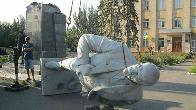 На Луганщині демонтували більше ста комуністичних пам'ятників