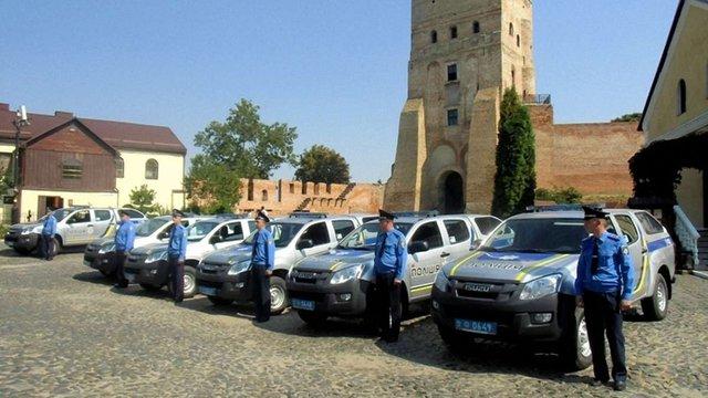 Польське воєводство подарувало Луцьку 38 поліцейських автівок