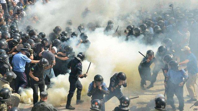Суд арештував сімох учасників заворушень біля Верховної Ради без права на заставу