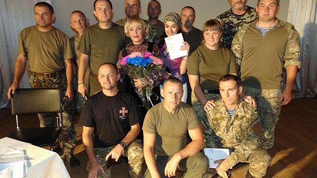 Ада Роговцева відвідала десантників в зоні АТО