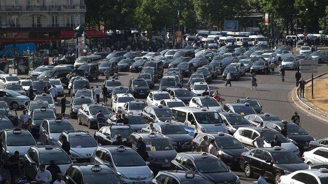 У Парижі заради екології на кілька годин перекриють автомобільний рух