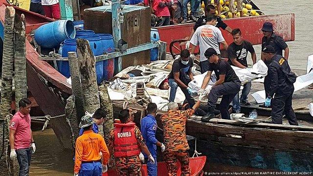 Біля берегів Малайзії внаслідок корабельної аварії загинуло понад сорок нелегалів
