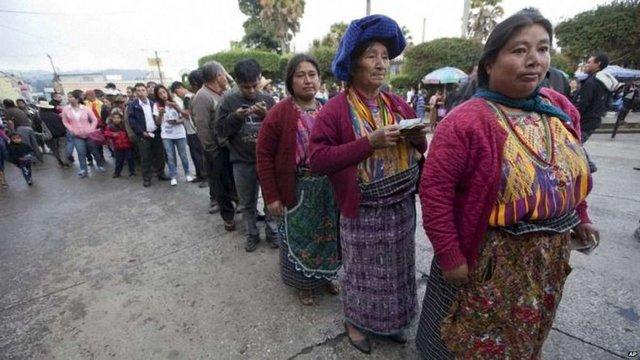 Колишній комедійний актор лідирує на виборах президента Гватемали