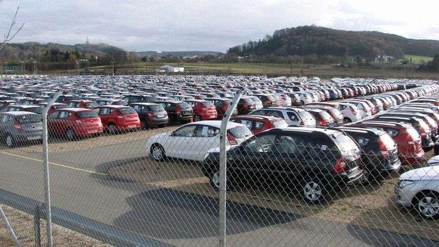 Порошенко розгляне петицію про скасування мита на ввезення автомобілів