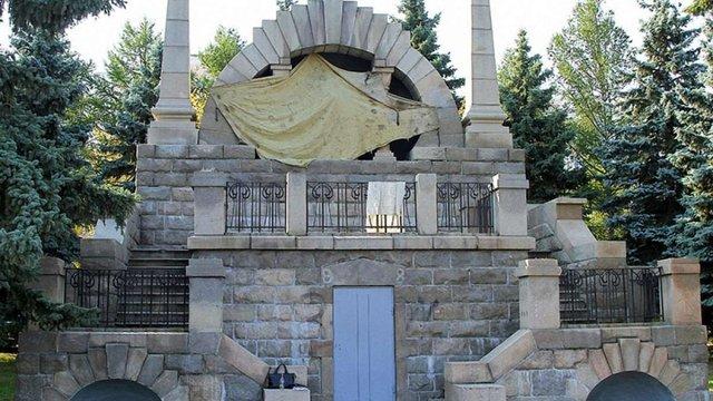 У Челябінську бюст Леніна розфарбували в кольори українського прапора