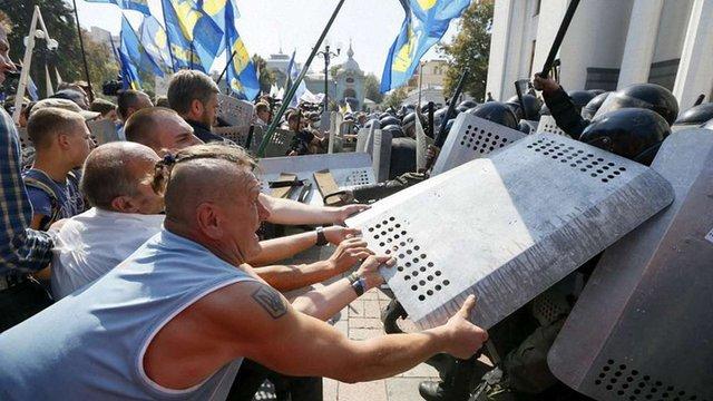 Плани терористів під час сутичок біля ВР були значно масштабнішими, – Порошенко