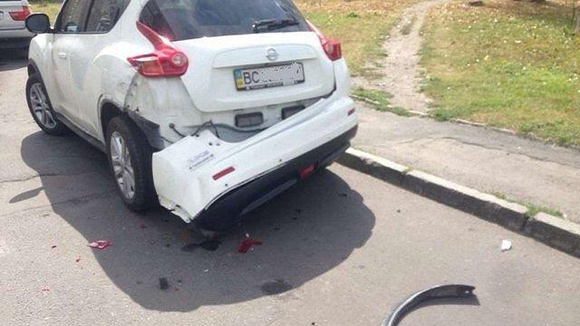 У Львові активісти наздогнали водія вантажівки, який не помітив скоєне ним ДТП