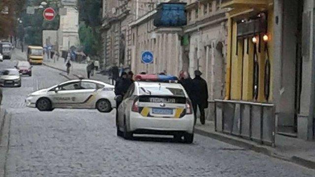 На Коперника у Львові затримали чоловіка зі зброєю