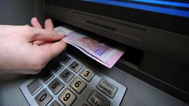 Шахраї вивели понад ₴500 мільйонів з банківських карток українців