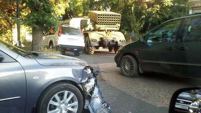 У центрі Сімферополя «Град» розтрощив легковий автомобіль