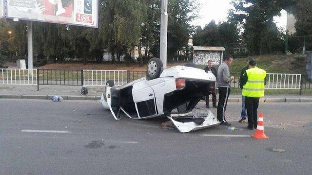 Внаслідок ДТП у Львові перекинулась автівка