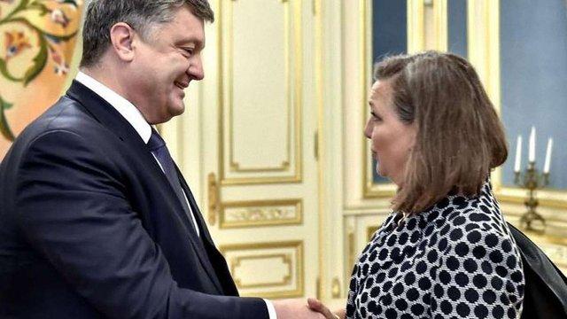 Порошенко і Нуланд обговорили в Києві можливість збільшення фінансової допомоги Україні