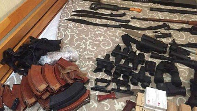 СБУ вилучила великий арсенал зброї в осіб, які готували вбивство голови МВС