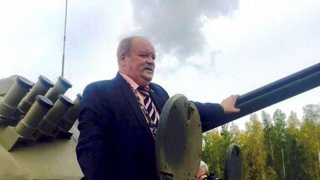 Депутат Держдуми Росії застряг в люку танка на 5 годин