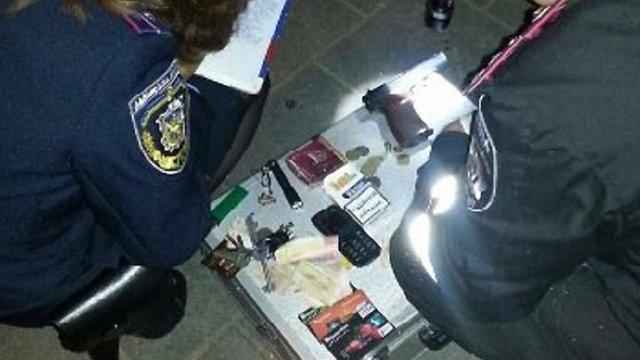 Вночі у центрі Львова затримали озброєного чоловіка