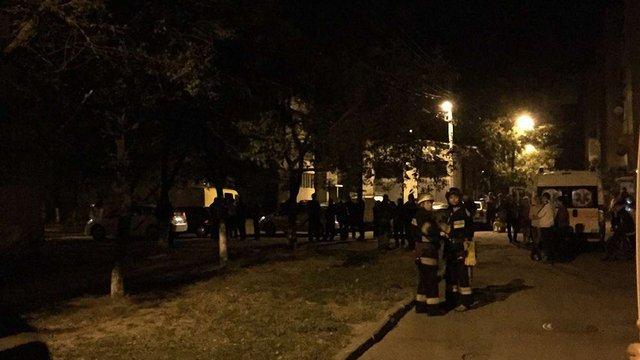 У Шевченківському районі Львова шукали вибухівку та стріляли по автомобілю