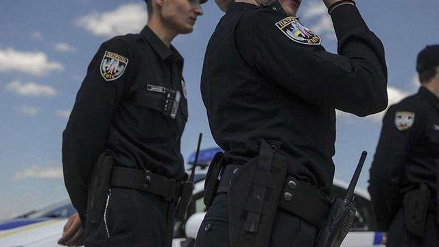 У Києві поліція затримала міліціонерів, які намагалися підкинути наркотики підліткам