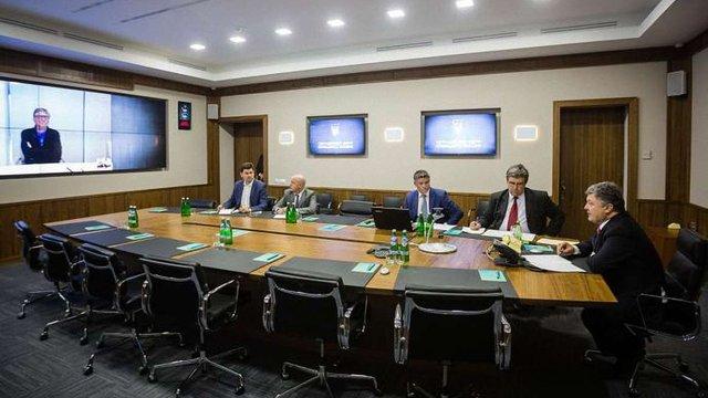 Порошенко провів скайп-конференцію з Біллом Гейтсом
