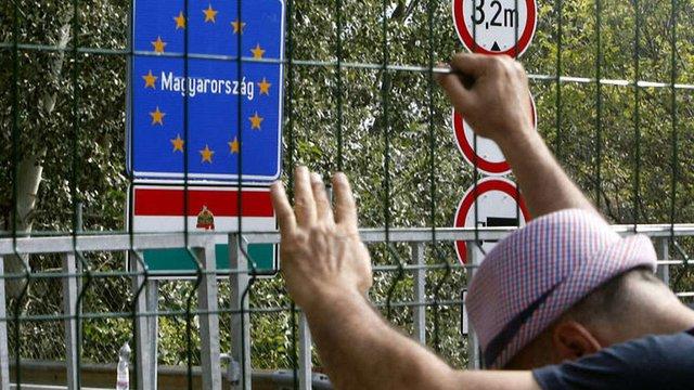 Хорватія перекрила кордон із Сербією через наплив мігрантів