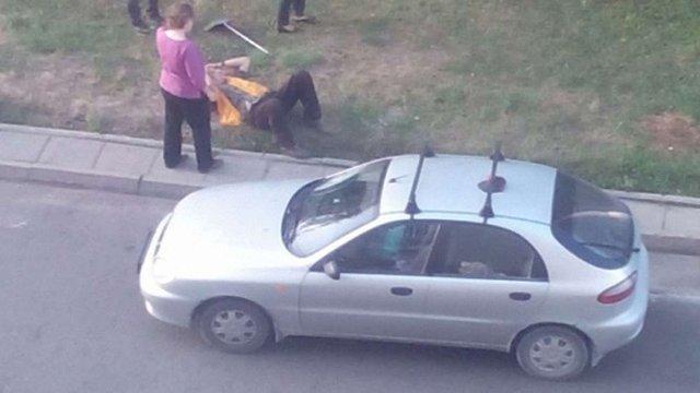 У Львові легковий автомобіль збив двірника