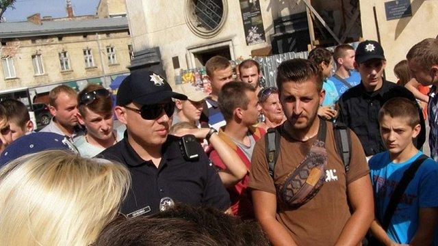 Львів'яни викликали поліцію, щоб залагодити конфлікт між дільничним і продавчинею