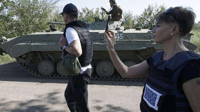 Спостерігачі ОБСЄ зафіксували танки і «Гради» бойовиків біля лінії розмежування