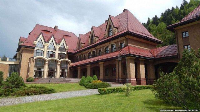 Землю Януковича у резиденції «Синьогора» на Івано-Франківщині повернули державі