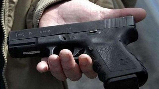 Порошенко уник прямої відповіді про появу у Конституції «права на зброю»