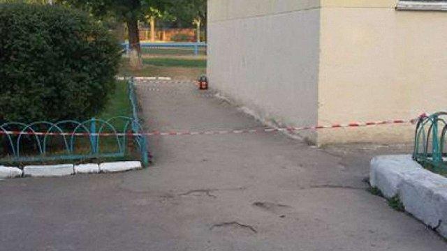 Через підозрілий портфель до львівської школи викликали вибухотехніків