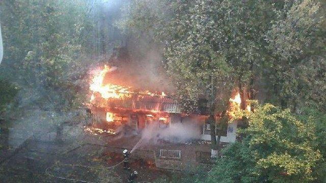 Поблизу онколікарні у Львові згорів продуктовий магазин